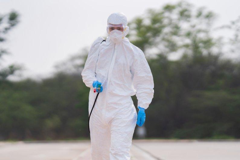 Benefícios da sanitização e desinfecção: limpeza profunda do seu ambiente
